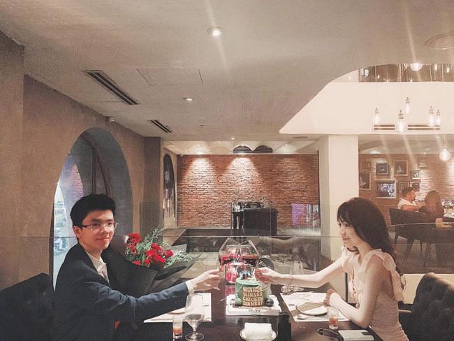 Sang chảnh như em trai Phan Thành và bạn gái: Đã chụp ảnh là chỉ tạo dáng trước siêu xe hoặc check-in ở nhà hàng xịn - Ảnh 11.