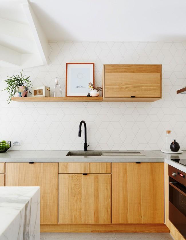 6 phòng bếp chứng minh cho bạn thấy nội thất gỗ mộc chính là đũa thần cho nơi nấu nướng - Ảnh 4.