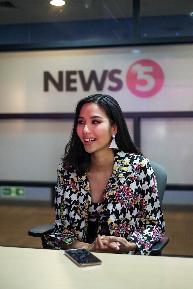 Á hậu Hoàng Thùy gây ấn tượng mạnh khi làm diễn giả ở Philippines - Ảnh 2.