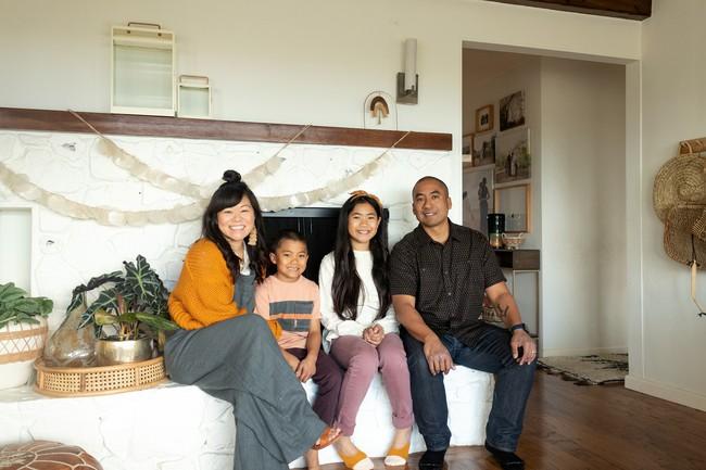 Được Marie Kondo truyền cảm hứng, cặp vợ chồng 2 con chuyển nhà nhỏ chỉ bằng nửa diện tích nhà cũ và tạo nên điều kỳ diệu - Ảnh 1.