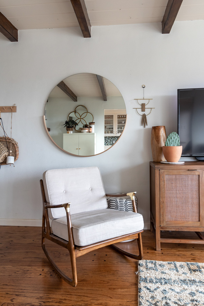 Được Marie Kondo truyền cảm hứng, cặp vợ chồng 2 con chuyển nhà nhỏ chỉ bằng nửa diện tích nhà cũ và tạo nên điều kỳ diệu - Ảnh 4.