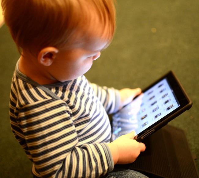 Lợi ích không ngờ của đồ chơi truyền thống với khả năng ngôn ngữ của trẻ mà cha mẹ chắc hẳn chưa biết - Ảnh 2.