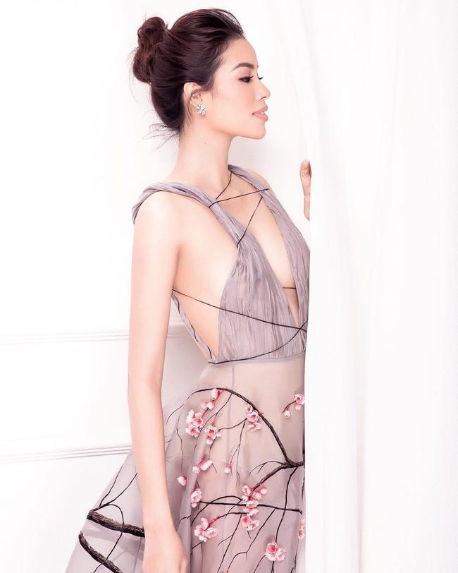 Tiếp tục đăng ảnh cũ, Phạm Hương khơi lại màn đụng váy không khoan nhượng với Tiểu Vy và Lý Nhã Kỳ - Ảnh 1.