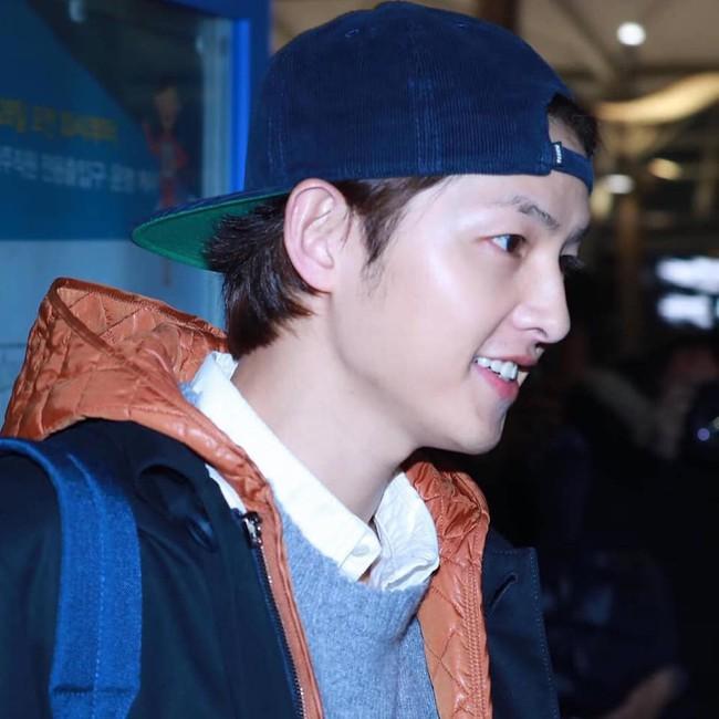 Song Joong Ki lần đầu xuất hiện sau tin đồn ly hôn, điều đặc biệt là có phản ứng giống hệt Song Hye Kyo - Ảnh 3.