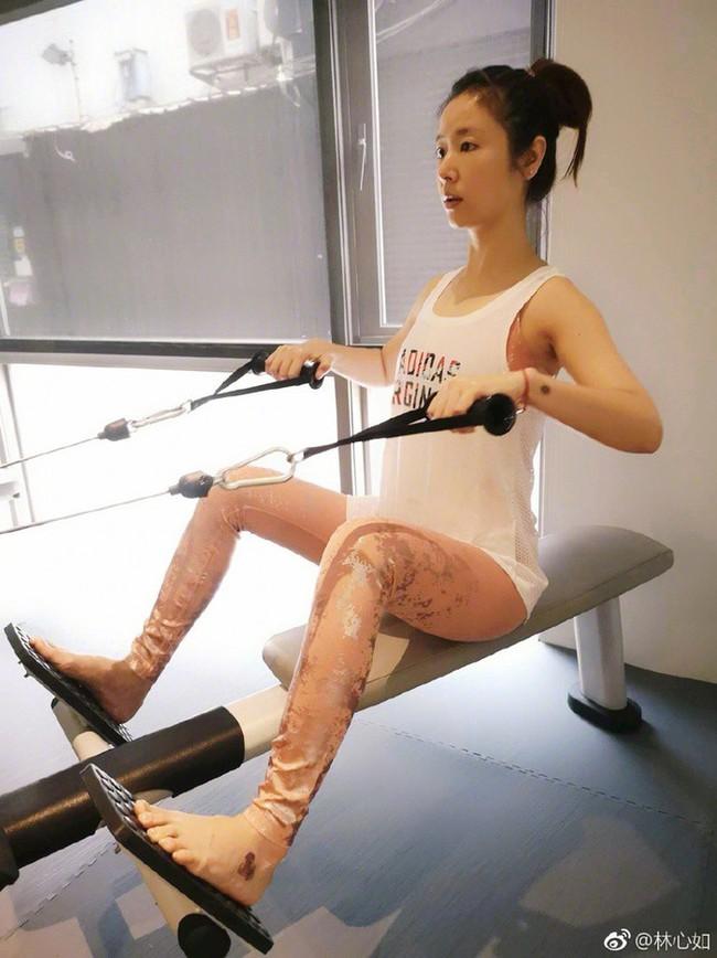 Bước sang tuổi 43, Lâm Tâm Như vẫn giữ dáng nuột nà nhờ những bí kíp này - Ảnh 15.