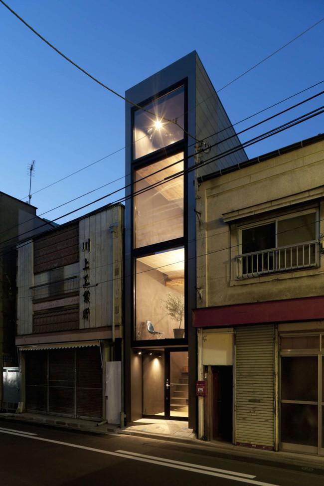 Với chiều rộng 1,8m, ngôi nhà siêu mỏng ở Nhật Bản vẫn tạo sự thoải mái và tiện nghi bất ngờ cho người sử dụng - Ảnh 1.