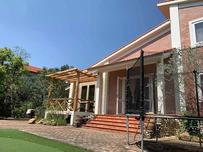 Ngôi nhà ở ngoại ô xanh mát như một công viên thu nhỏ của vợ chồng diễn viên Hồng Đăng - Ảnh 4.