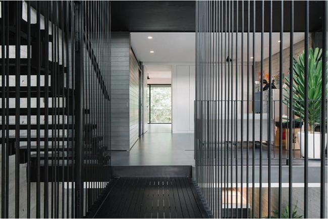 Ngôi nhà có mặt tiền lọc ánh sáng và không khí, tạo môi trường trong lành, sạch sẽ cho người sống trong nhà - Ảnh 8.