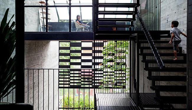 Ngôi nhà có mặt tiền lọc ánh sáng và không khí, tạo môi trường trong lành, sạch sẽ cho người sống trong nhà - Ảnh 5.