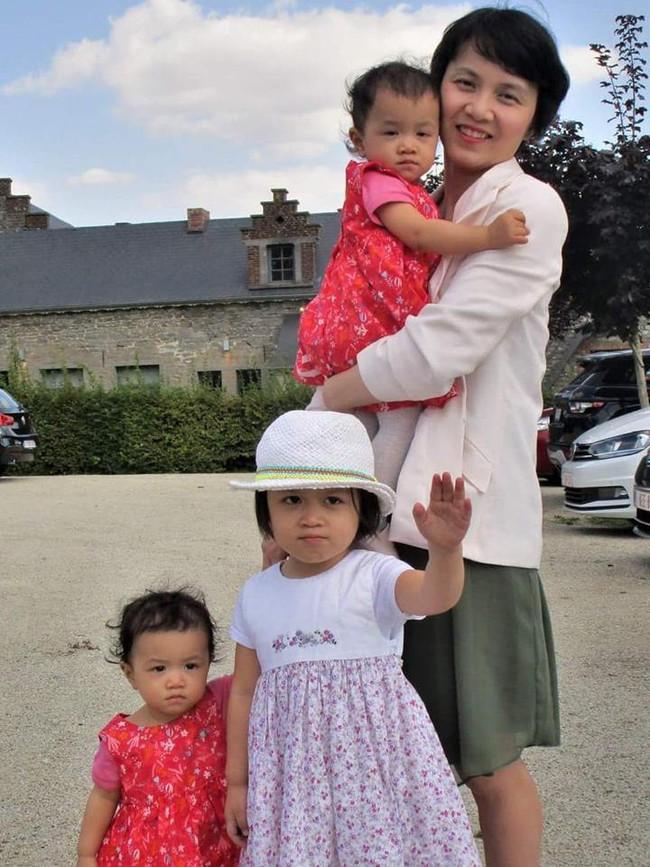 Mẹ Việt tại Bỉ chia sẻ trọn bộ bí kíp mẹ nào cũng muốn biết về hành trình cho hai bé sinh đôi ăn dặm, 15 tháng đã tự xúc thìa ăn ngon lành - Ảnh 2.