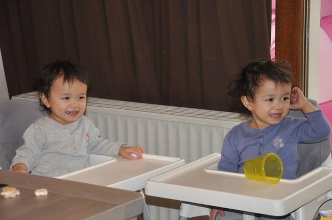 Mẹ Việt tại Bỉ chia sẻ trọn bộ bí kíp mẹ nào cũng muốn biết về hành trình cho hai bé sinh đôi ăn dặm, 15 tháng đã tự xúc thìa ăn ngon lành - Ảnh 5.