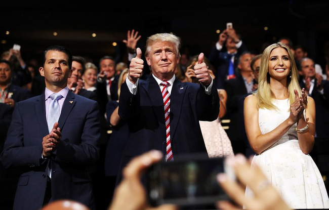 Ít được nhắc tới như cậu út Barron nhưng 2 con trai lớn của Tổng thống Trump chính là niềm tự hào của ông, đẹp trai xuất chúng vô cùng - Ảnh 2.