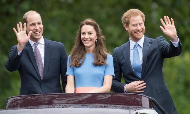 Người dùng mạng phản ứng dữ dội trước nghi vấn Hoàng tử Harry và Meghan trục trặc vì Công nương Kate - Ảnh 1.