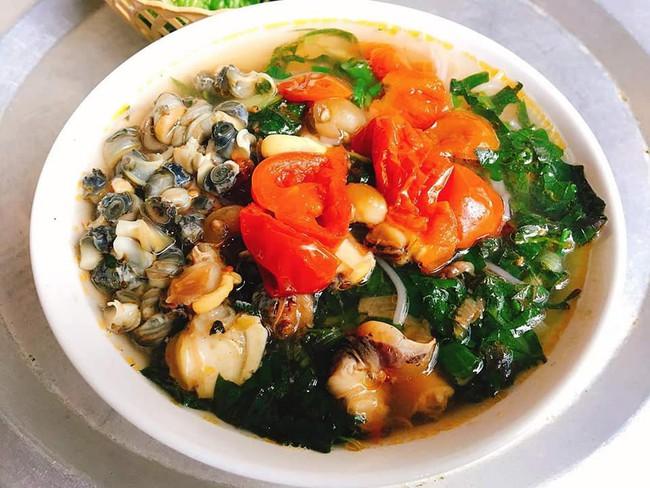Ngán bánh chưng, thịt gà đến tận cổ? Đây là danh sách hàng quán bán xuyên Tết để giải ngấy ở Hà Nội - Ảnh 1.