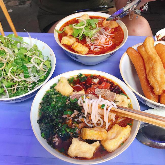 Ngán bánh chưng, thịt gà đến tận cổ? Đây là danh sách hàng quán bán xuyên Tết để giải ngấy ở Hà Nội - Ảnh 2.