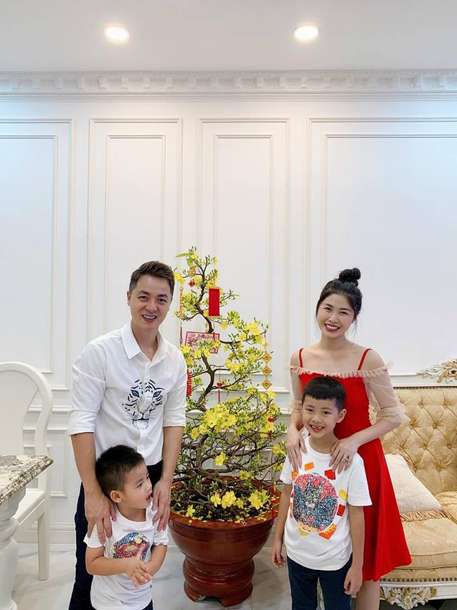 Nào có thua người lớn, nhóc tỳ nhà sao Việt xúng xính diện áo dài, nổi nhất là mẹ con Thu Thảo và Hà Anh - Ảnh 8.