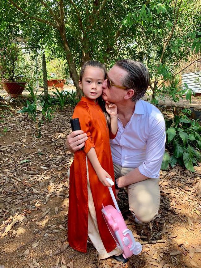 Nào có thua người lớn, nhóc tỳ nhà sao Việt xúng xính diện áo dài, nổi nhất là mẹ con Thu Thảo và Hà Anh - Ảnh 15.
