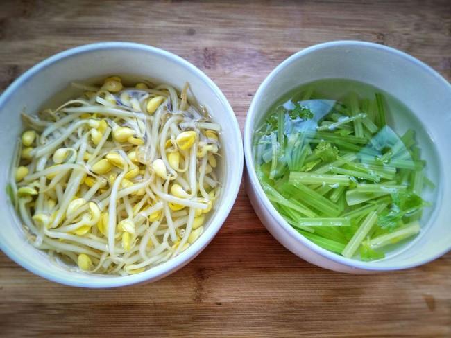 Hãy học ngay món cần tây trộn giá đỗ lạ miệng, ngon thần sầu để giải ngán, giải độc cho Tết này - Ảnh 5.