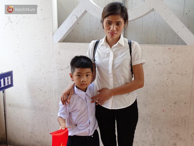 Tết đoàn viên đầy hạnh phúc của hai bé trai bị trao nhầm ở Hà Nội suốt 6 năm - Ảnh 4.