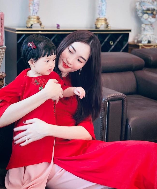 Nào có thua người lớn, nhóc tỳ nhà sao Việt xúng xính diện áo dài, nổi nhất là mẹ con Thu Thảo và Hà Anh - Ảnh 2.