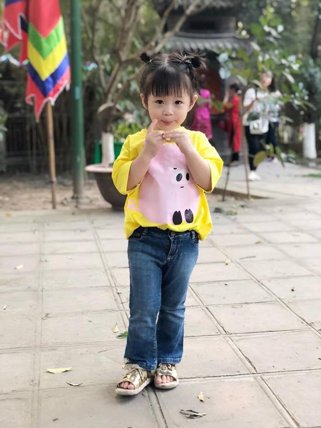 Nào có thua người lớn, nhóc tỳ nhà sao Việt xúng xính diện áo dài, nổi nhất là mẹ con Thu Thảo và Hà Anh - Ảnh 9.