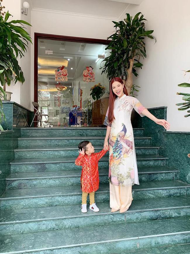 Nào có thua người lớn, nhóc tỳ nhà sao Việt xúng xính diện áo dài, nổi nhất là mẹ con Thu Thảo và Hà Anh - Ảnh 11.
