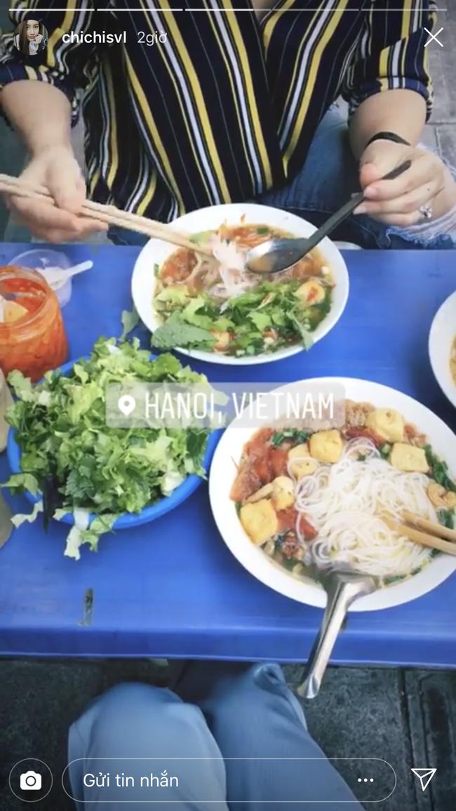 Hot girl Lào gốc Việt về Hà Nội ăn Tết, khoe ảnh rạng rỡ trên phố đi bộ - Ảnh 2.