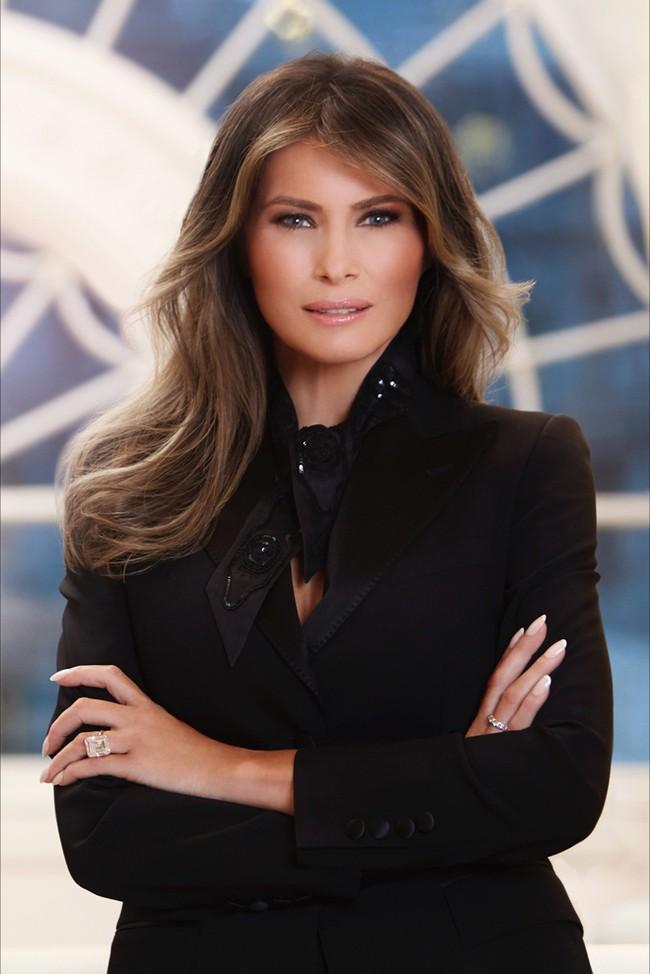 Điều ít biết về Đệ nhất phu nhân Mỹ: Từng là người mẫu nóng bỏng, học cao, chưa bao giờ phụ thuộc chồng tỷ phú - Ảnh 1.