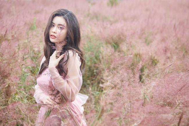 Trương Quỳnh Anh khoe vẻ đẹp nhẹ nhàng 'mong manh tựa sương khói'