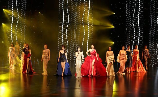 Đêm Hội Chân Dài 12: Không diễn kiểu Victorias Secret, Ngọc Trinh đằm thắm đến lạ khi catwalk với đầm dạ hội - Ảnh 6.