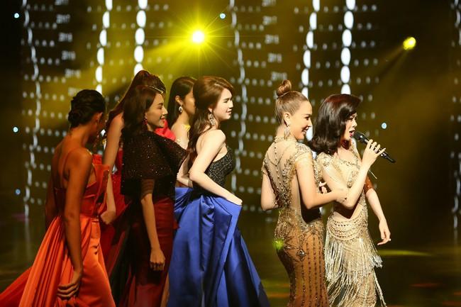 Đêm Hội Chân Dài 12: Không diễn kiểu Victorias Secret, Ngọc Trinh đằm thắm đến lạ khi catwalk với đầm dạ hội - Ảnh 8.
