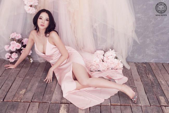 Nhã Phương xuất hiện cực xinh đẹp sau tin sinh con nhưng vẻ sexy của cô bạn thân mới là điều thu hút  - Ảnh 2.