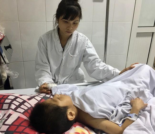 Bé trai 9 tuổi, bại não bị chó nhà cắn thương tâm: Trầy xước khắp người, nát bộ phận sinh dục - Ảnh 2.
