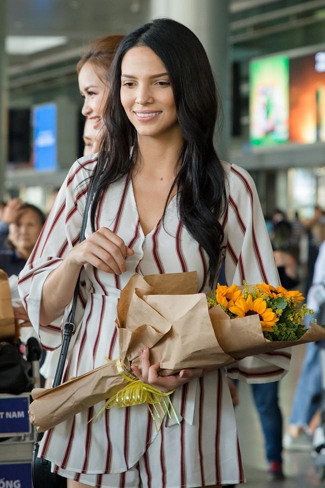 Ngọc Châu rạng rỡ chào đón Miss Supranational và Mister Supranational đến Việt Nam - Ảnh 1.