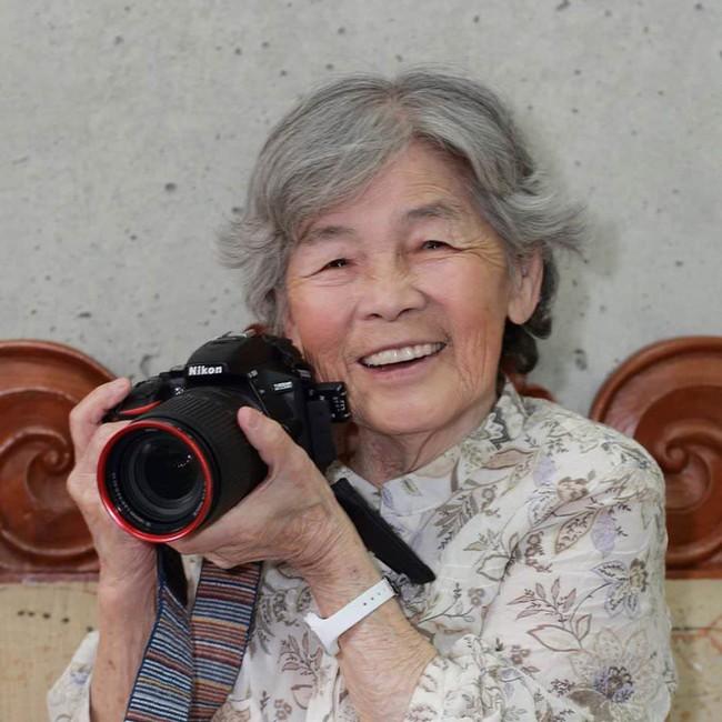 """Từ bỏ cuộc sống buồn chán, cụ bà Nhật tìm thấy niềm đam mê lúc 72 tuổi rồi thành ngôi sao MXH nhờ bộ ảnh """"sống ảo"""" cực chất - Ảnh 1."""