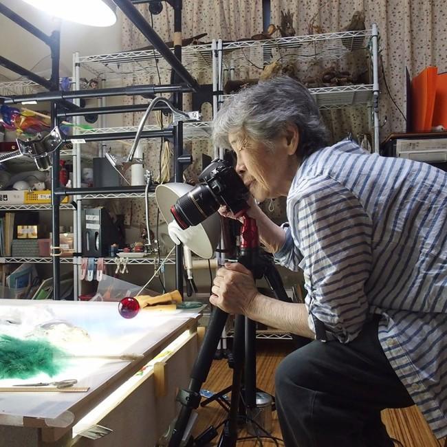 """Từ bỏ cuộc sống buồn chán, cụ bà Nhật tìm thấy niềm đam mê lúc 72 tuổi rồi thành ngôi sao MXH nhờ bộ ảnh """"sống ảo"""" cực chất - Ảnh 3."""