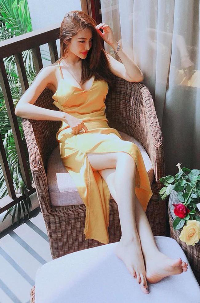 Mặc khán giả tẩy chay, Vũ Khắc Tiệp cạch mặt, Linh Chi vẫn học chị hai Ngọc Trinh cởi đồ khoe thân hình nóng bỏng trêu tức antifan - Ảnh 3.