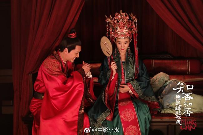 Không phải chỉ đến khi sinh con, Triệu Lệ Dĩnh mới được chồng yêu chiều, khi đóng phim, cô nàng còn được hơn thế nữa!  - Ảnh 2.