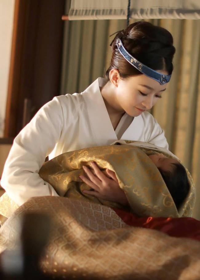Không phải chỉ đến khi sinh con, Triệu Lệ Dĩnh mới được chồng yêu chiều, khi đóng phim, cô nàng còn được hơn thế nữa!  - Ảnh 10.