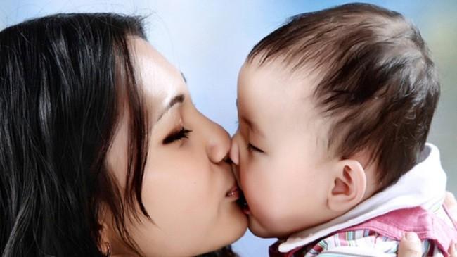 4 hành động có hại cho trẻ sơ sinh vô cùng mà người lớn vẫn hay mắc phải - Ảnh 3.