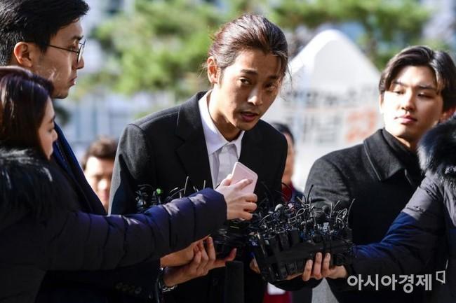 Nạn nhân vụ phát tán clip sex của Jung Joon Young chủ yếu ở độ tuổi 20, 1 trong số đó bất lực tiết lộ: Em đã cầu xin xóa video đi nhưng... - Ảnh 1.