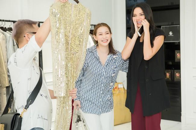 Diện váy xuyên thấu, Hoa hậu Siêu quốc gia 2018 khoe đường cong gợi cảm khi ở Việt Nam  - Ảnh 1.