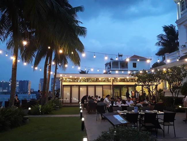 4 nhà hàng ven sông lộng gió thích hợp cho người Sài Gòn trốn nắng oi, tận hưởng ngày cuối tuần bình yên - Ảnh 7.