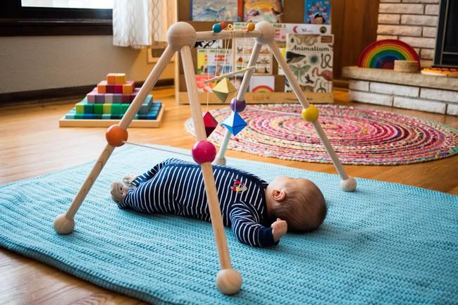 Áp dụng phương pháp giáo dục ưu việt Montessori ngay từ khi còn nằm trong nôi, tại sao không? - Ảnh 1.