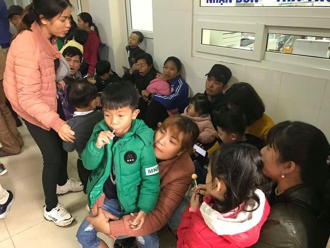 Hà Nội: Tiếp tục thêm hàng trăm trẻ phải đi xét nghiệm sau sự việc phát hiện sán lợn - Ảnh 3.