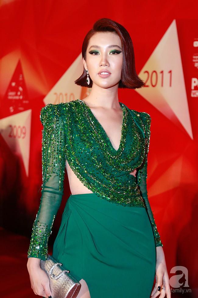 Thúy Ngân diện váy gợi cảm, xuất hiện đẹp đôi cùng Trung Dũng trên thảm đỏ - Ảnh 1.