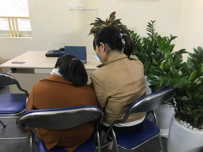 """Cha của bé gái 9 tuổi bị hiếp dâm ở vườn chuối: """"Nhiều người rỉ tai nhau vợ chồng tôi bán con để Trình được thả"""" - Ảnh 4."""