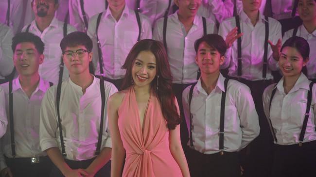 Bị chê không đủ khả năng làm ca sĩ, Chi Pu vẫn tự tin hát tiếng Thái giữa dàn mỹ nhân châu Á - Ảnh 7.