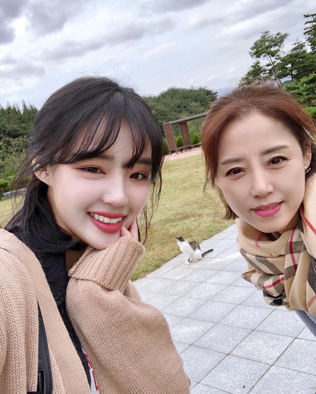 2 mẹ con hotgirl Hàn Quốc gây sốt MXH sau 3 năm: Từng trông như chị em nhưng nhan sắc hiện tại lại quá khác biệt - Ảnh 12.