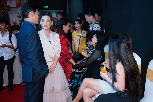 Sau mâu thuẫn, danh ca Phương Dung và Phi Nhung bất ngờ chạm mặt  - Ảnh 2.